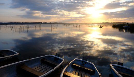 FUJIFILM X-H1で印旛沼の朝日を撮ってきた。水面に写る雲がキレイ。