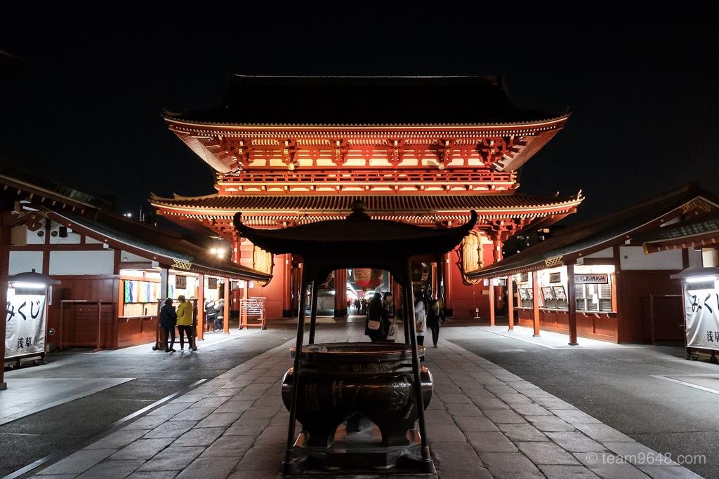 浅草寺 常香炉 ライトアップ