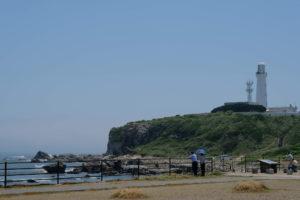 君ケ浜の駐車場から見る灯台